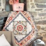 Quilt Surrounded by Flowers – Janine Alers – House of Quilts by Janine – magazine Quiltmania 125
