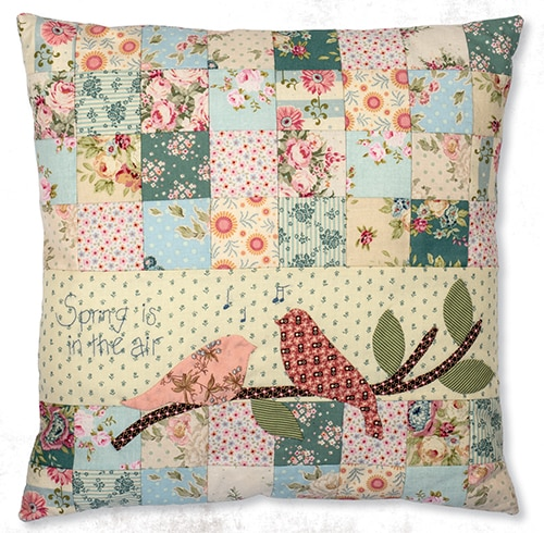 Spring in the air - coussin patchwork - magazine simply vintage 26.jpg
