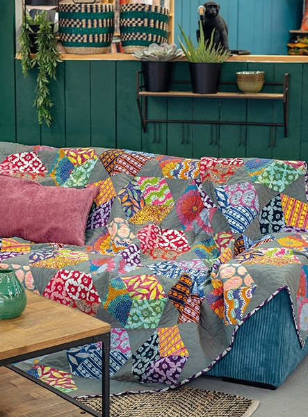 Artisan-Floating-Blocks-Kaffe-Fassett-quilt-patchwork-magazine-simply-moderne-17-juin-juillet-août-2019