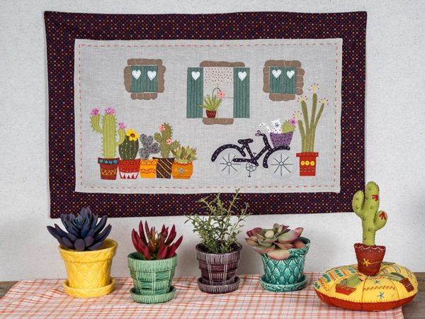Blooming-and-Pincushion-Cactus-Isabelle-Biche-quilt-patchwork-magazine-simply-vintage-31-June-July-August-2019