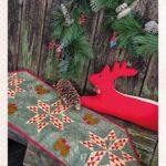 Chemin_de_table_Primitive_Pine_CONE_RUNNER_Vicki_McCarty_Simply_Vintage_33_Winter-gb_2019