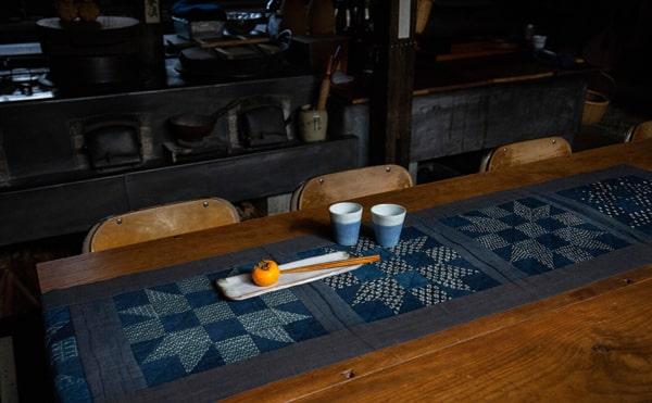 Etsuko-Ishitobi-The-story-of-a-rebirth-Chemin-de-table