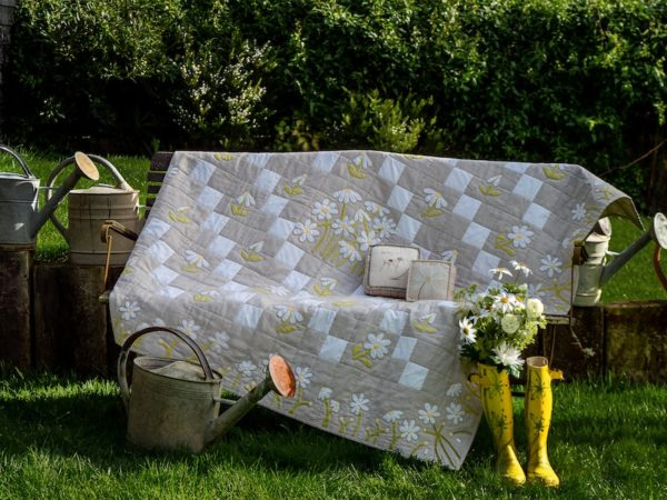 Jo-Colwill-Cowslip-Country-Quilts-Ritas-version-of-Dancing-with-daisies-2