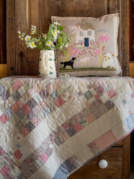 Jo-Colwill-Cowslip-Country-Quilts-Single-Irish-chain-Baby-quilt