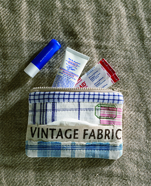 Makeup clutch with a pocket for tissue-Urban Quilts-Suzuko Koseki