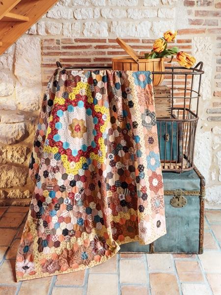 01-Antique-Hexagon-Quilt-livre-Dutch-Heritage_Quilted-Treasure_Petra-Prins-2021