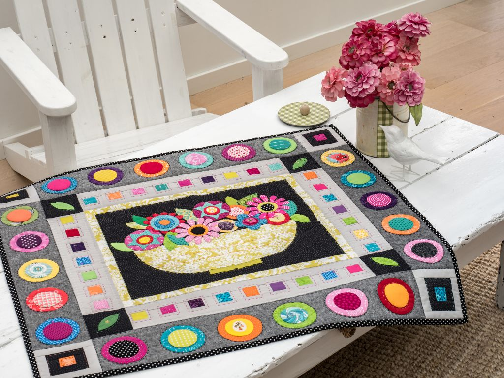 Simply Moderne 12-Flower Bowl quilt