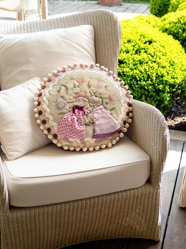 coussin Summer Bunny cushion - Anne Varley